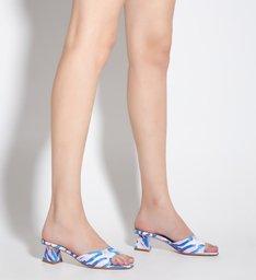 Sandália Mule Salto Baixo Estampa Azul
