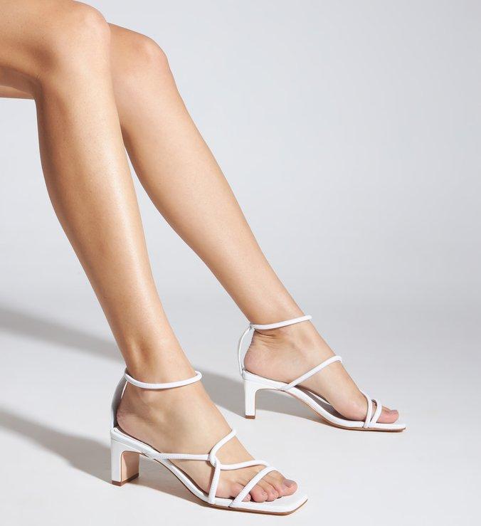 Sandália Salto Baixo Entrelaçada Branca
